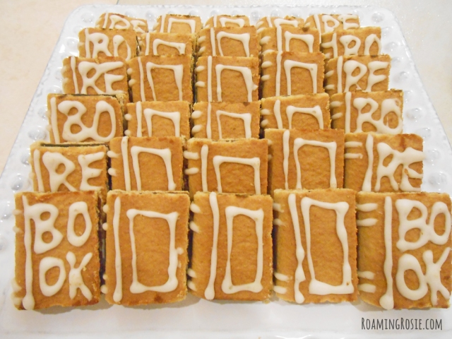 Easy {No Bake} Book Shaped Cookies at RoamingRosie.com